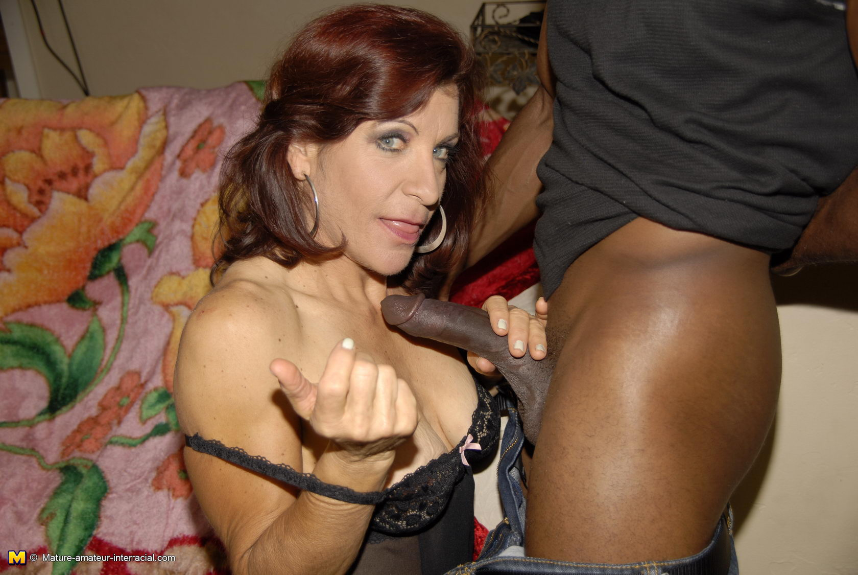 this kinky mature slut really loves the black cock - grannypornpics